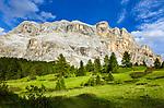 Italy, South Tyrol (Trentino - Alto Adige), near La Valle: Pra d'Armentara (Armentara-Meadows) with Gruppo di Fanis mountains and summit Sasso di Santa Croce at Fanes-Sennes-Prags Nature Park   Italien, Suedtirol, bei Wengen: Armentara-Wiesen (Pra d'Armentara) vor der Fanesgruppe mit Gipfel Heiligkreuzkofel (Sasso di Santa Croce) im Naturpark Fanes-Sennes-Prags