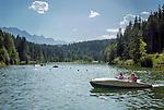 Deutschland, Bayern, Oberbayern, Werdenfelser Land, Kruen: ein Sommertag am Grubsee | Germany, Upper Bavaria, Werdenfelser Land, Kruen: summer scenery at lake Grubsee