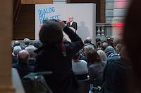 """Ausstellung """"Dialog mit der Zeit"""" im Museum fuer Kommunikation in Berlin-Mitte.<br /> Vom 1. April bis 23. August 2015 werden in der Ausstellung die Facetten des Alters und der Alterns erlebbar gemacht.<br /> Bundespraesident Joachim Gauck eroeffnete die Ausstellung am 31. Maerz 2015 mit einem Rundgang und einer Rede zu neuen Altersbildern in einer Gesellschaft des laengeren Lebens (im Bild).<br /> 31.3.2015, Berlin<br /> Copyright: Christian-Ditsch.de<br /> [Inhaltsveraendernde Manipulation des Fotos nur nach ausdruecklicher Genehmigung des Fotografen. Vereinbarungen ueber Abtretung von Persoenlichkeitsrechten/Model Release der abgebildeten Person/Personen liegen nicht vor. NO MODEL RELEASE! Nur fuer Redaktionelle Zwecke. Don't publish without copyright Christian-Ditsch.de, Veroeffentlichung nur mit Fotografennennung, sowie gegen Honorar, MwSt. und Beleg. Konto: I N G - D i B a, IBAN DE58500105175400192269, BIC INGDDEFFXXX, Kontakt: post@christian-ditsch.de<br /> Bei der Bearbeitung der Dateiinformationen darf die Urheberkennzeichnung in den EXIF- und  IPTC-Daten nicht entfernt werden, diese sind in digitalen Medien nach §95c UrhG rechtlich geschuetzt. Der Urhebervermerk wird gemaess §13 UrhG verlangt.]"""