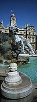 Europe/France/Rhône-Alpes/69/Rhone/Lyon: Place des Terreaux - Fontaine en plomb par le sculpteur Bartholdi et Facade de l'Hotel de Ville