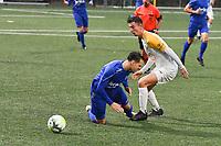 KSV RUMBEKE - KSC WIELSBEKE :<br /> Jorg Dutoit (L) gaat neer in een duel met Dries Wysselinck (R)<br /> <br /> Foto VDB / Bart Vandenbroucke