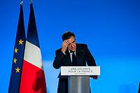 MEETING DE FRANCOIS FILLON A LYON, FRANCE, 12/04/2017. FRANCOIS FILLON S'ESSUIE LE FRONT