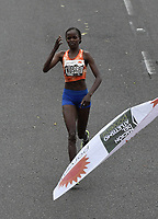 BOGOTÁ -COLOMBIA, 30-07-2017: Brigid Kosgei de Kenia, en categoría elite mujeres, se impuso en los 21 Km de la media maratón de Bogota 2017, mmB, con un tiempo de 1h 12m 16s. A la carrera asistieron más de 40.000 atletas. / Brigid Kosgei of Kenya, in elite women category, won in the 21 Km of the Bogota Half Marathon 2017, mmB, with a time of 1h 12m 16s. At this edition were more than 40.000 athletes. Photo: VizzorImage/ Gabriel Aponte / Staff