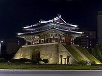 Stadttor Potong Mun, Pyongyang, Nordkorea, Asien<br /> City gate Potong Mun, Pyongyang, North Korea, Asia