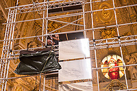 Aufbau des Spiegel-Kunstwerk von Philipp von Matt im Berliner Dom am Donnerstag den 14. September 2017. Die 16 Meter hohe Installation aus 77 Spiegeln bringt das Tageslicht der Kuppelfenster in den Kirchenraum und soll am Sonntag den 17. September zum Gottesdienst fertiggestellt sein. Zu sehen ist die Installation dann vom 17.9.2017 – 12.11.2017.<br /> 14.9.2017, Berlin<br /> Copyright: Christian-Ditsch.de<br /> [Inhaltsveraendernde Manipulation des Fotos nur nach ausdruecklicher Genehmigung des Fotografen. Vereinbarungen ueber Abtretung von Persoenlichkeitsrechten/Model Release der abgebildeten Person/Personen liegen nicht vor. NO MODEL RELEASE! Nur fuer Redaktionelle Zwecke. Don't publish without copyright Christian-Ditsch.de, Veroeffentlichung nur mit Fotografennennung, sowie gegen Honorar, MwSt. und Beleg. Konto: I N G - D i B a, IBAN DE58500105175400192269, BIC INGDDEFFXXX, Kontakt: post@christian-ditsch.de<br /> Bei der Bearbeitung der Dateiinformationen darf die Urheberkennzeichnung in den EXIF- und  IPTC-Daten nicht entfernt werden, diese sind in digitalen Medien nach §95c UrhG rechtlich geschuetzt. Der Urhebervermerk wird gemaess §13 UrhG verlangt.]