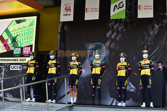 Jumbo-Visma Women Cycling Team at sign on before the 2021 Flèche-Wallonne Femmes, running 130.2 km from Huy to Huy, Belgium. 21st April 2021.  <br /> Picture: A.S.O./Gautier Demouveaux | Cyclefile<br /> <br /> All photos usage must carry mandatory copyright credit (© Cyclefile | A.S.O./Gautier Demouveaux)
