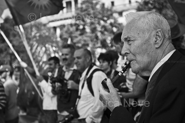 Tony Benn, british politician - 2011<br /> <br /> London, 01/05/2011. Around 10,000 people marched in central London to celebrate the International Workers Day. The rally ended in Trafalgar Square where Tony Benn (former Labour cabinet minister) and other speakers gave speeches in defence of workers rights, in protest against the coalition Government spending cuts, and in support of calls for a general strike.