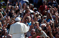 Papa Francesco saluta i fedeli al termine di una messa giubilare per i catechisti in Piazza San Pietro, Citta' del Vaticano, 25 settembre 2016.<br />