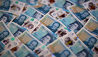 A layer of new £5 notes<br />