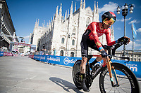 Damiano Caruso (ITA/Bahrain - Victorious) finishing in front of the mighty Duomo in Milano<br /> <br /> 104th Giro d'Italia 2021 (2.UWT)<br /> Stage 21 (final ITT) from Senago to Milan (30.3km)<br /> <br /> ©kramon