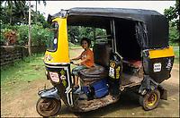 INDIA, Karanatka, Moodbidri, boy in Bajaj Auto-Rikshaw