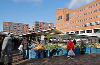 Nederland  Amsterdam 2016 01 28 . Markt op het Anton de Komplein in de Bijlmer