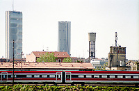 Milano, quartiere Bovisa, periferia nord, veduta verso il centro. Da sx a dx: La Torre Isozaki e la Torre Hadid al quartiere Citylife, una torre serbatoio dell'acqua, la fabbrica in disuso Cristallerie Livellara --- Milan, Bovisa district, north periphery, view towards downtown. From left to right: Isozaki and Hadid towers at Citylife district, a water tower, old disused Livellara glassware factory