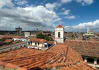 Cuba, Blick vom alten Hospital an Plaza San Juan de Dios  in Camagüey