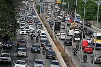 SÃO PAULO, SP, 28.09.2020: TRÂNSITO-23-DE-MAIO-SP - Trânsito intenso na avenida 23 de Maio, zona sul de São Paulo, na manhã desta segunda-feira, 28. (Foto: Fábio Vieira/FotoRua)