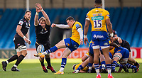 Bath Rugby's Ben Spencer kicks under pressure from Exeter Chiefs' Jonny Gray<br /> <br /> Photographer Bob Bradford/CameraSport<br /> <br /> Gallagher Premiership Semi-Final - Exeter Chiefs v Bath Rugby - Saturday 10th October 2020 - Sandy Park - Exeter<br /> <br /> World Copyright © 2020 CameraSport. All rights reserved. 43 Linden Ave. Countesthorpe. Leicester. England. LE8 5PG - Tel: +44 (0) 116 277 4147 - admin@camerasport.com - www.camerasport.com