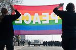 Un groupe d'environ 400 à 500 manifestants fait face aux forces de l'ordre sur le pont Vauban, a quelques heures du debut de la manifestation du 4 avril 2009 contre le sommet de l'OTAN a Strasbourg..Credit;Hughes Leglise-Bataille/Julien Muguet/face to face