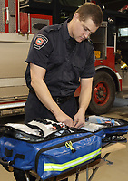 Pompiers premiers repondants - preparation a la caserne<br /> <br /> Montreal (CANADA) First responder firemen getting ready<br /> <br /> <br /> PHOTO :  Agence Quebec presse