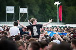 © Joel Goodman - 07973 332324 . 05/06/2015 . Manchester , UK . Crowd watching the performances . Evening concerts featuring headliners , The Courteeners , playing a homecoming gig , at Heaton Park in Manchester in front of 25,000 people , the evening before the Parklife music festival . Photo credit : Joel Goodman