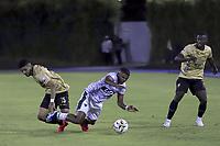 RIONEGRO - COLOMBIA, 10-08-2021: Alejandro Artunduaga de Águilas disputa el balón con Edgardo Rito de Patriotas durante partido por la fecha 4 entre Águilas Doradas Rionegro y Patriotas Boyacá como parte de la Liga BetPlay DIMAYOR II 2021 jugado en el estadio Alberto Grisales de la ciudad de Rionegro. / Alejandro Artunduaga of Aguilas vies for the ball with Edgardo Rito of Patriotas during atch for the date 4 between Aguilas Doradas Rionegro and Patriotas Boyaca as part BetPlay DIMAYOR League II 2021 played at Alberto Grisales stadium in Rionegro city. Photo: VizzorImage / Juan Agusto Cardona / Cont