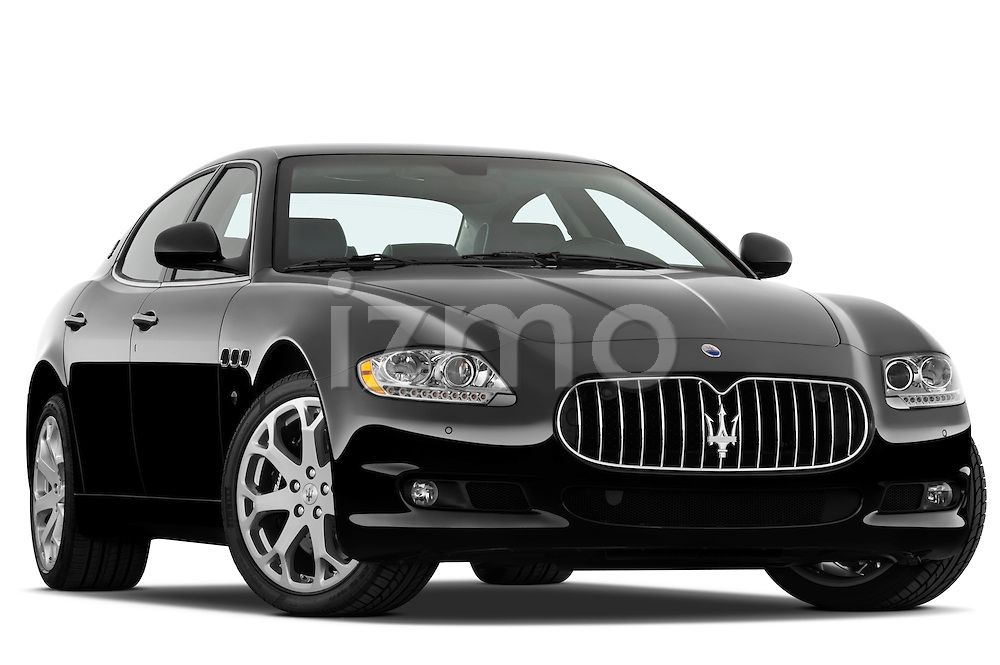 Low aggressive passenger side front three quarter view of a 2009 Maserati Quattroporte S Sedan.