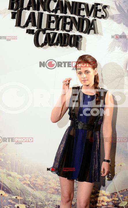 Kristen Stewart asiste al photocall de la pelicula 'Blancanieves y la Leyenda del Cazador' en la Casa America de Madrid.             ----------------------------Kristen Stewart attends the photocall of the movie 'Snow White and the Huntsman' at the Casa America in Madrid *NortePhoto*<br />  **CREDITO OBLIGATORIO** .*No*venta*a*terceros*.*No*sale*to*third*<br />  SOLO VENTA EN MEXICO y USA