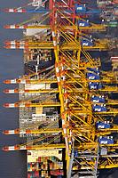 """Containerhafen Bremerhaven: EUROPA, DEUTSCHLAND, BREMEN,  BREMERHAVEN  (EUROPE, GERMANY), 14.01.2012: Die Bremischen Haefen umfassen die Hafengruppen Bremerhaven und Bremen. Die Bremischen Haefen sind der zweitgroessten deutschen Universalhafen. Sie werden durch die Bremenports GmbH & Co. KG verwaltet.<br />  In den Bremischen Haefen werden jaehrlich rd. 70 Mio. Tonnen Gueter umgeschlagen, darunter 3 Mio. Containe. Ueber die Hafengruppe Bremerhaven werden vorrangig Container und Automobile umgeschlagen.<br /> Die Bremischen Haefen zaehlen in Europa zur sogenannten """"Hamburg-Antwerp-Range"""", den Seehaefen an der suedlichen Nordsee, und stehen im Wettbewerb mit den anderen Haefen dieses Gebietes, insbesondere mit Rotterdam und Antwerpen."""