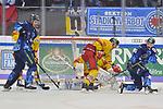 Brandon Mashinter (Nr.53 - ERC Ingolstadt), Nicholas B. Jensen (Nr.48 - Duesseldorfer EG) und Brett Olson (Nr.16 - ERC Ingolstadt) vor Torwart Mathias Niederberger (Nr.35 - Duesseldorfer EG) beim Spiel in der DEL, ERC Ingolstadt (dunkel) - Duesseldorfer EG (hell).<br /> <br /> Foto © PIX-Sportfotos *** Foto ist honorarpflichtig! *** Auf Anfrage in hoeherer Qualitaet/Aufloesung. Belegexemplar erbeten. Veroeffentlichung ausschliesslich fuer journalistisch-publizistische Zwecke. For editorial use only.