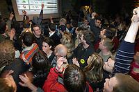 "UNGARN, 11.04.2010. Budapest. Parlamentswahl. Wahlnacht der neuen gruenen Partei LMP (Lehet Mas a Politika, Politik kann anders sein) im Szenelokal ""instant"". Die LMP ist mit 7,5% die Ueberraschungssiegerin der Wahl. In Budapest ueberrundet LMP die rechtsextreme Jobbik-Partei. - Parliamentary elections. Election night with the new green party LMP (politics can be different) at the ""instant"" in-pub. LMP gets 7,5% and is the surprise winner of the elections. In Budapest LMP outperforms the far right Jobbik party..© Martin Fejer/EST&OST."