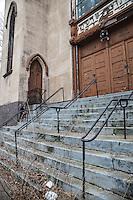 Front steps of Beth Hamedrash Hagodol synagogue, March 2013, on Norfolk Street. Destroyed by fire in 2017.