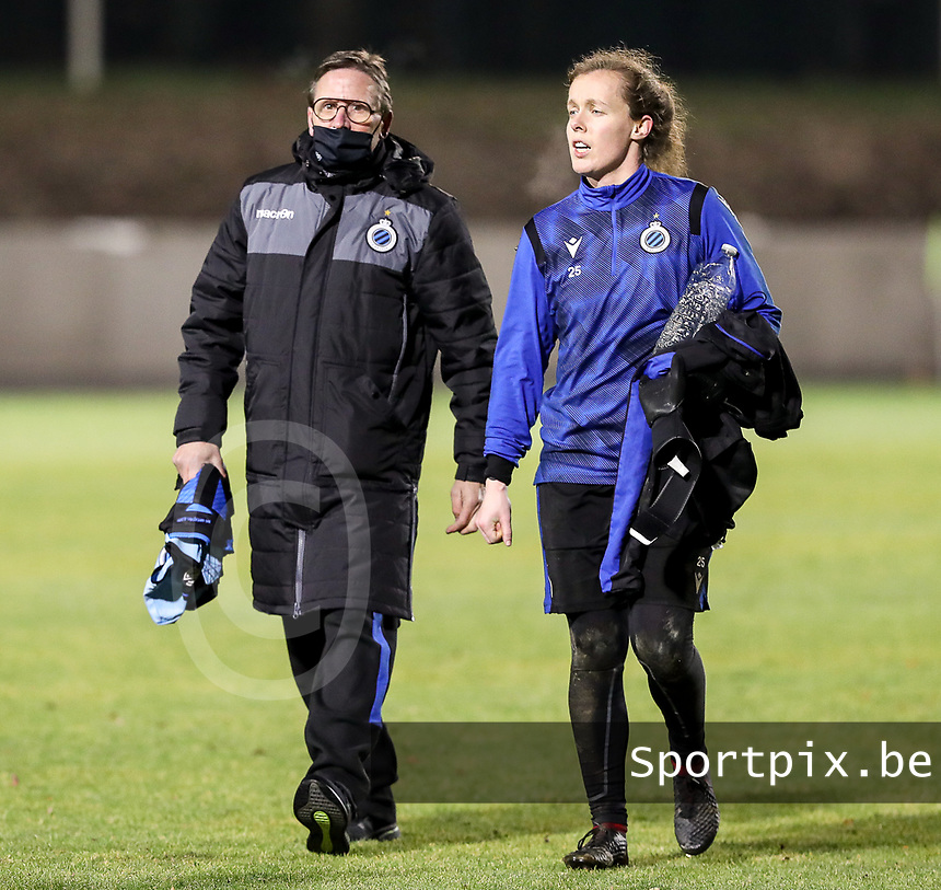 Team delegue Franky Dreypondt of Club Brugge and goalkeeper Elke Geeraert (25) of Club Brugge pictured after the warm up before  a female soccer game between FC Femina White Star Woluwe and Club Brugge YLA on the eleventh matchday of the 2020 - 2021 season of Belgian Scooore Womens Super League , Friday 22 January 2021  in Woluwe , Belgium . PHOTO SPORTPIX.BE | SPP | SEVIL OKTEM