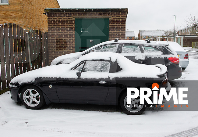 Cars covered in snow following Heavy Snowfall at Sidcup, Kent, England on the 8 February 2021. Photo by Alan Stanford.