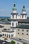 Oesterreich, Salzburger Land, Stadt Salzburg: Blick auf den Salzburger Dom und den Kapitelplatz | Austria, Salzburger Land, Salzburg: view at Salzburg cathedral and Kapitel Square