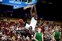 GRONINGEN - Basketbal, Donar - Groen Uilen, voorbereiding seizoen 2021-2022, 21-08-2021,  dunk Donar speler Amanze Egekeze