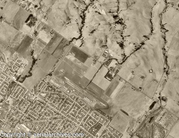 historical aerial photograph of the Petaluma Municipal Airport (O69), Petaluma, Sonoma County, California, 1993