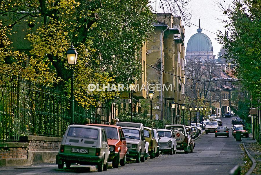 Carros na rua em Budapeste. Hungria. 1995. Foto de João Caldas.