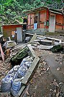 Barracos em área de risco, favela da Rocinha. Rio de Janeiro. 2009. Foto de Luciana Whitaker.