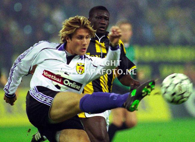 Arnhem,16-10-99  Foto:Koos Groenewold <br />De Vitesse aanvallers (op de foto Zongo) hadden een lastige avond tegen de ploeg uit Leeuwarden.