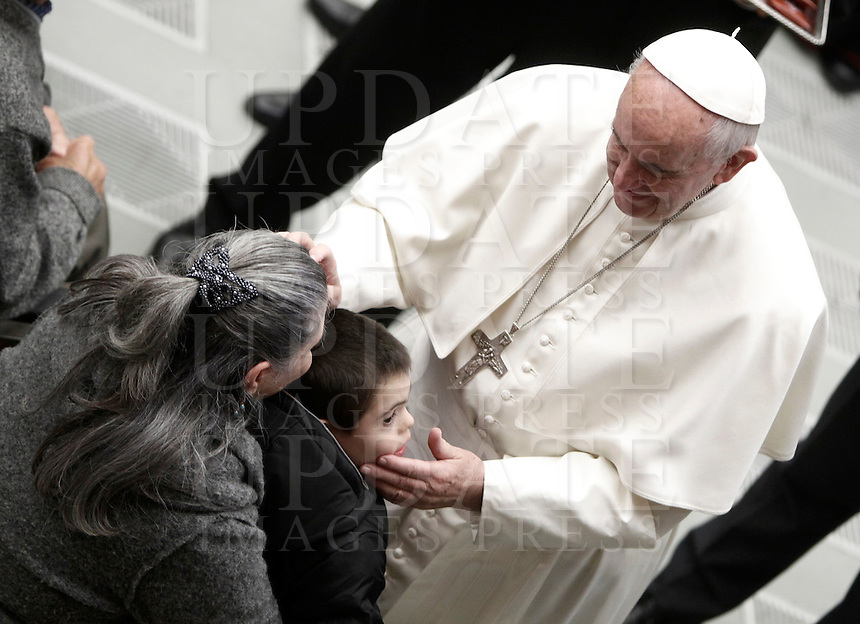 Papa Francesco benedice i fedeli al termine dell'Udienza Generale del mercoledi' in aula Paolo VI, Citta' del Vaticano, 7 dicembre 2016.<br /> Pope Francis blesses faithful at the end of his weekly general audience in Paul VI Hall at the Vatican on December 7, 2016. <br /> UPDATE IMAGES PRESS/Isabella Bonotto<br /> <br /> STRICTLY ONLY FOR EDITORIAL USE