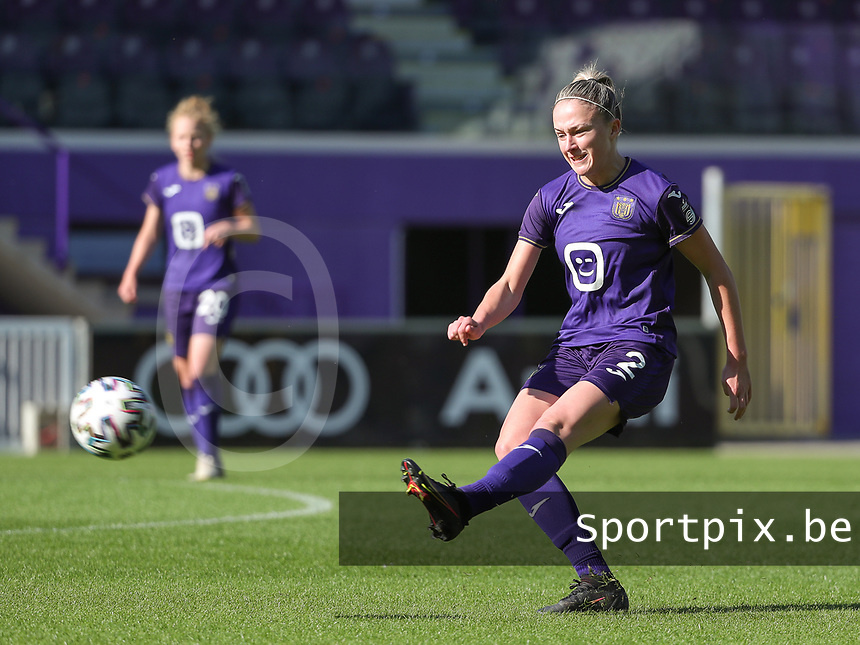 Rosalia Marine (2) of Standard  in action during a female soccer game between RSC Anderlecht Dames and Standard Femina de Liege on the sixth matchday of the 2021 - 2022 season of Belgian Womens Super League , Saturday 9 th of October 2021  in Brussels , Belgium . PHOTO SPORTPIX | SEVIL OKTEM