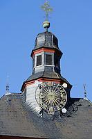 Uhrturm auf dem Rathaus von Obernburg am Main, Bayern, Deutschland