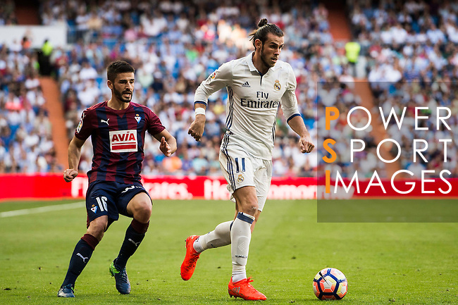 Gareth Bale of Real Madrid runs past Fran Rico of SD Eibar during their La Liga match between Real Madrid CF and SD Eibar at the Santiago Bernabéu Stadium on 02 October 2016 in Madrid, Spain. Photo by Diego Gonzalez Souto / Power Sport Images