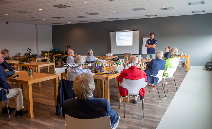 Amstelveen, Netherlands, 7 Juli, 2021, National Tennis Center, NTC, Amstelveen Womans Open,  New clothing umpires<br /> Photo: Henk Koster/tennisimages.com