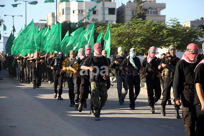 Palestinian members of al-Qassam brigades, the armed wing of the Hamas movement, take part in an anti-Israel parade in Gaza City December 2, 2012. Eight days of Israeli air strikes on Gaza and cross-border Palestinian rocket attacks ended in an Egyptian-brokered truce agreement last month calling on Israel to ease restrictions on the territory. Photo by Ashraf Amra