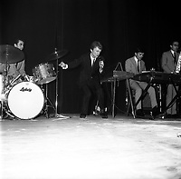 20 novembre 1965. Concert de Claude François. Observation: Soirée grand gala music-hall au Palais des sports (Place dupuy)