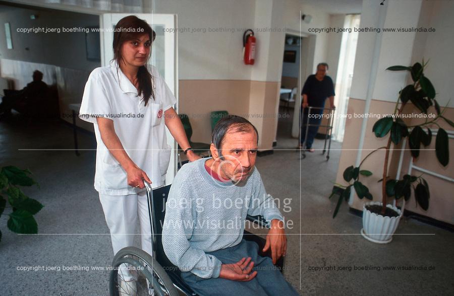 Bulgarien, Kazanlak, alter Mann mit Behinderung im Heim der AWO Arbeiterwohlfahrt / Bulgaria Kazanlak, old handicapped man in welfare home