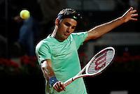 Lo svizzero Roger Federer in azione durante gli Internazionali d'Italia di tennis a Roma, 17 Maggio 2013..Switzerland's Roger Federer in action during the Italian Open Tennis tournament ATP Master 1000 in Rome, 17 May 2013.UPDATE IMAGES PRESS/Isabella Bonotto