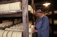 Europe/France/Midi-Pyrénées/12/Aveyron/Larzac/Roquefort sur Soulzon : les Caves d'Affinage du Fromage Roquefort Société, Maurice Astruc<br /> [Non destiné à un usage publicitaire - Not intended for an advertising use]<br /> PHOTO D'ARCHIVES // ARCHIVAL IMAGES<br /> FRANCE 1990