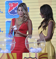 BOGOTA-COLOMBIA-23-01-2015: Una modelo muestra la balota durante sorteo de la Dimayor, para el campeonato de la Liga Aguila I 2016.  / A model shows the ballot during the Dimayor draw for the championship Liga Aguila I 2016. Photo: VizzorImage / Luis Ramírez / Staff.