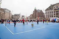 05-04-12, Netherlands, Amsterdam, Tennis, Daviscup, Netherlands-Rumania, Draw, Straattennis op de Dam,.